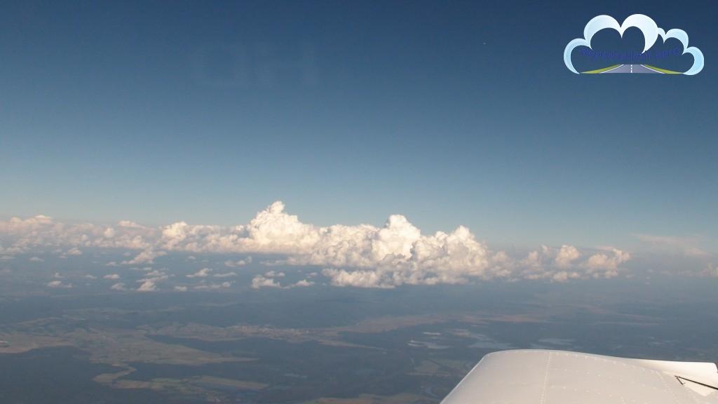 Zniżanie do lądowania nad Balatonem (LHSM).
