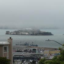 USP Alcatraz - mgły w okolice SFO pojawiają się często, a temperatura nierzadko jest 10-15 st. C niższa niż po południowej stronie zatoki.