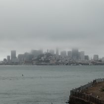 San Francisco z perspektywy więzienia. Poranna mgła powoli się podnosi i w południe jest zazwyczaj słonecznie.