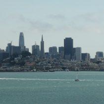 Panorama San Francisco - zgodnie z oczekiwaniami chmury w południe się podniosły.