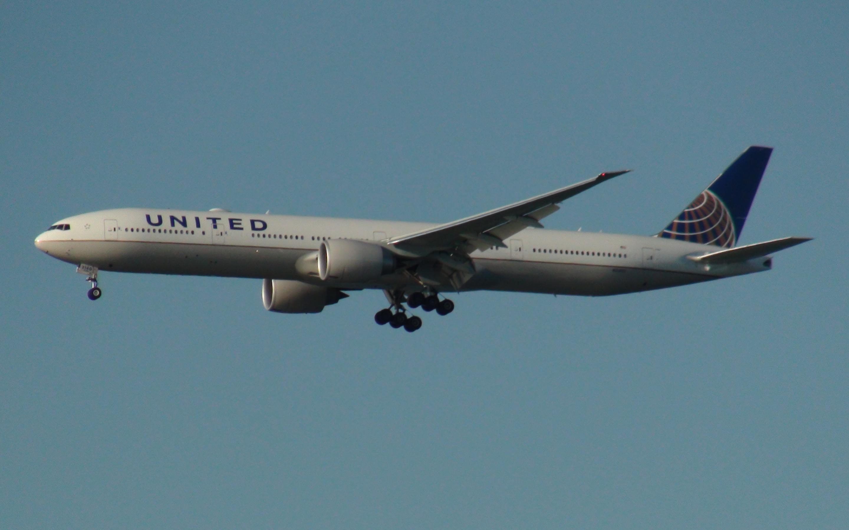 United Boeing 777-300