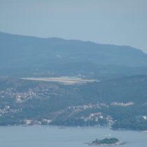 Lotnisko Dubrovnik Cilipi (LDDU) widziane ztarasu widokowego 450 metrów n.p.m.