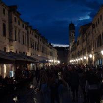 Po zmroku Dubrovnik jest równie piękny, ilekolwiek zdjęć bymniewrzucił zawsze będzie zamało. Tam trzeba pojechać.