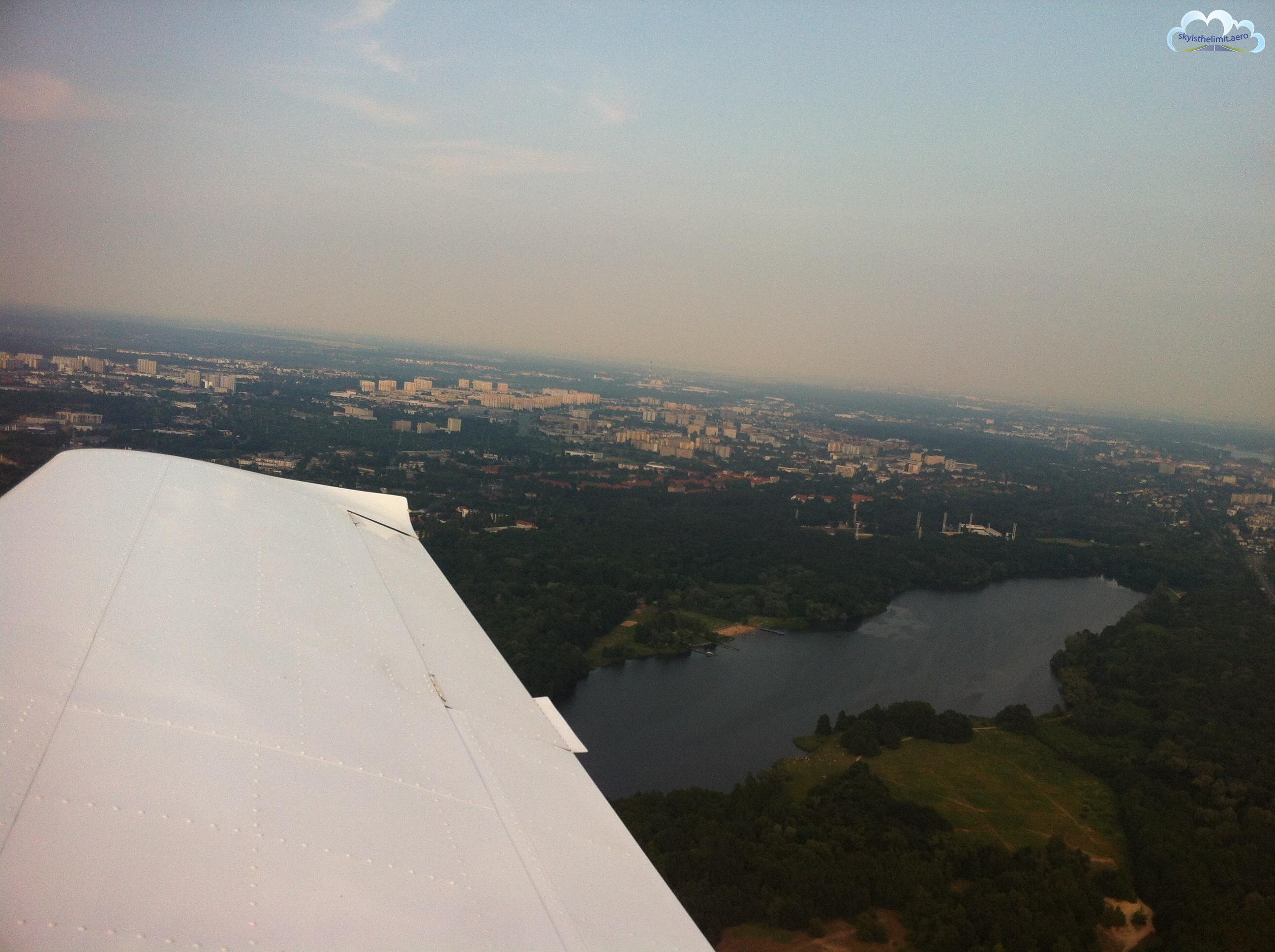 Poznań-Ławica, EPPO, po odlocie z pasa 10, jezioro Rusałka