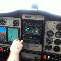Tecnam P2002-JF, jak natakmały samolot tablica przyrządów jest rozbudowana