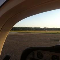 EPBC, holding point RWY10, ruch naBabicach jest proporcjonalny dopogody, pokręgu kręci się 6 samolotów