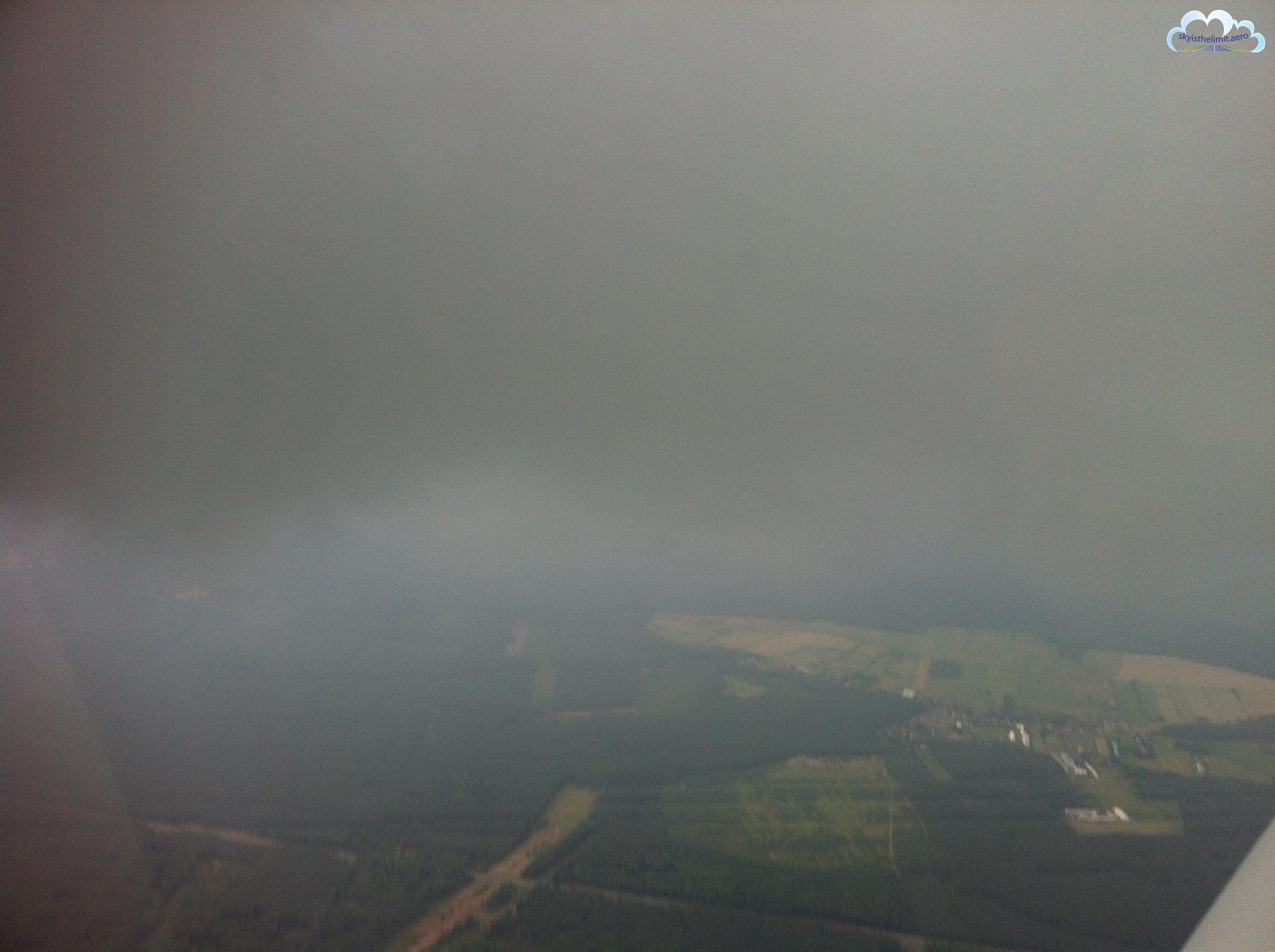 Przed wylotem instruktor zachęcał mnie mówiąc: Przyszły pilot zawodowy nie może latać tylko w CAVOKu. ;-)