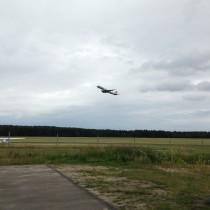 Start samolotu Embraer 190. Wtakiej sytuacji żałuję, żepodręką miałem tylkoiPhone.