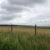 Anteny localizera (komponent ILS) nakońcu drogi startowej 28, Heringsdorf, EDAH.