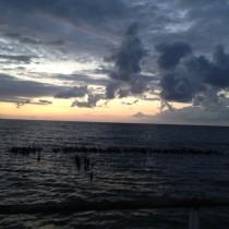 Zachód Słońca nad morzem, tym razem z ziemi.