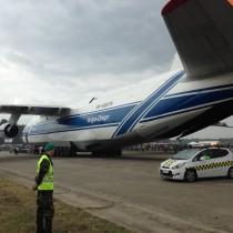 An-124 krótko przed kołowaniem do odlotu.