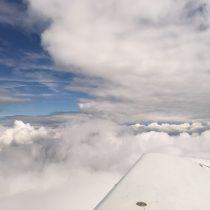 Wylot dostrefy między chmurami.