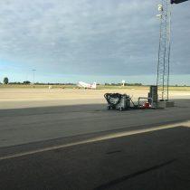 Zdjęcie przedstawia płytę postojową lotniska Roskilde (EKRK).