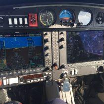 Panel przyrządów samolotu Da-40 z awioniką Garmin G1000.