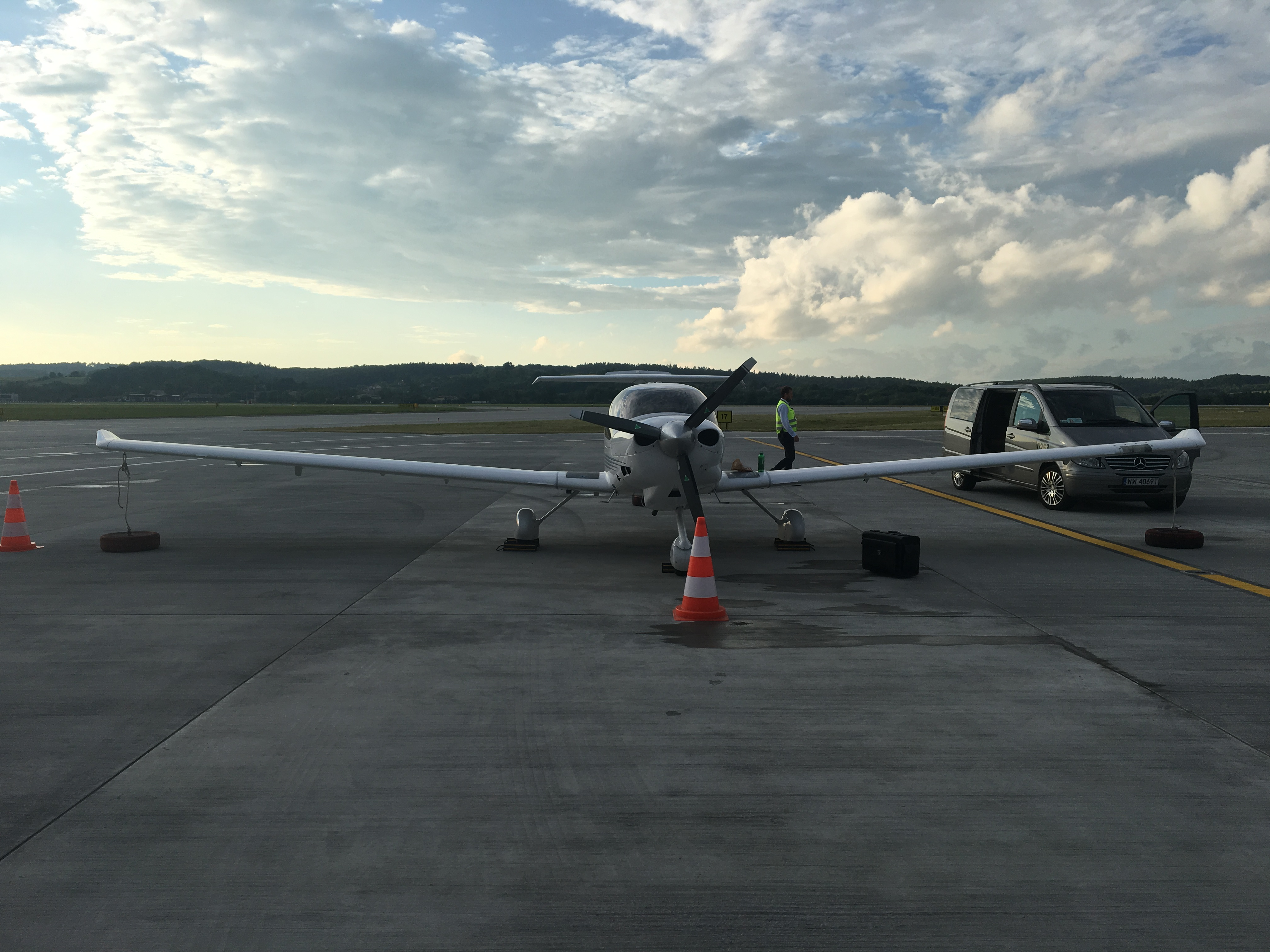 Diamond Da-40 na płycie lotniska Kraków-Balice im. Jana Pawła II (EPKK, KRK)
