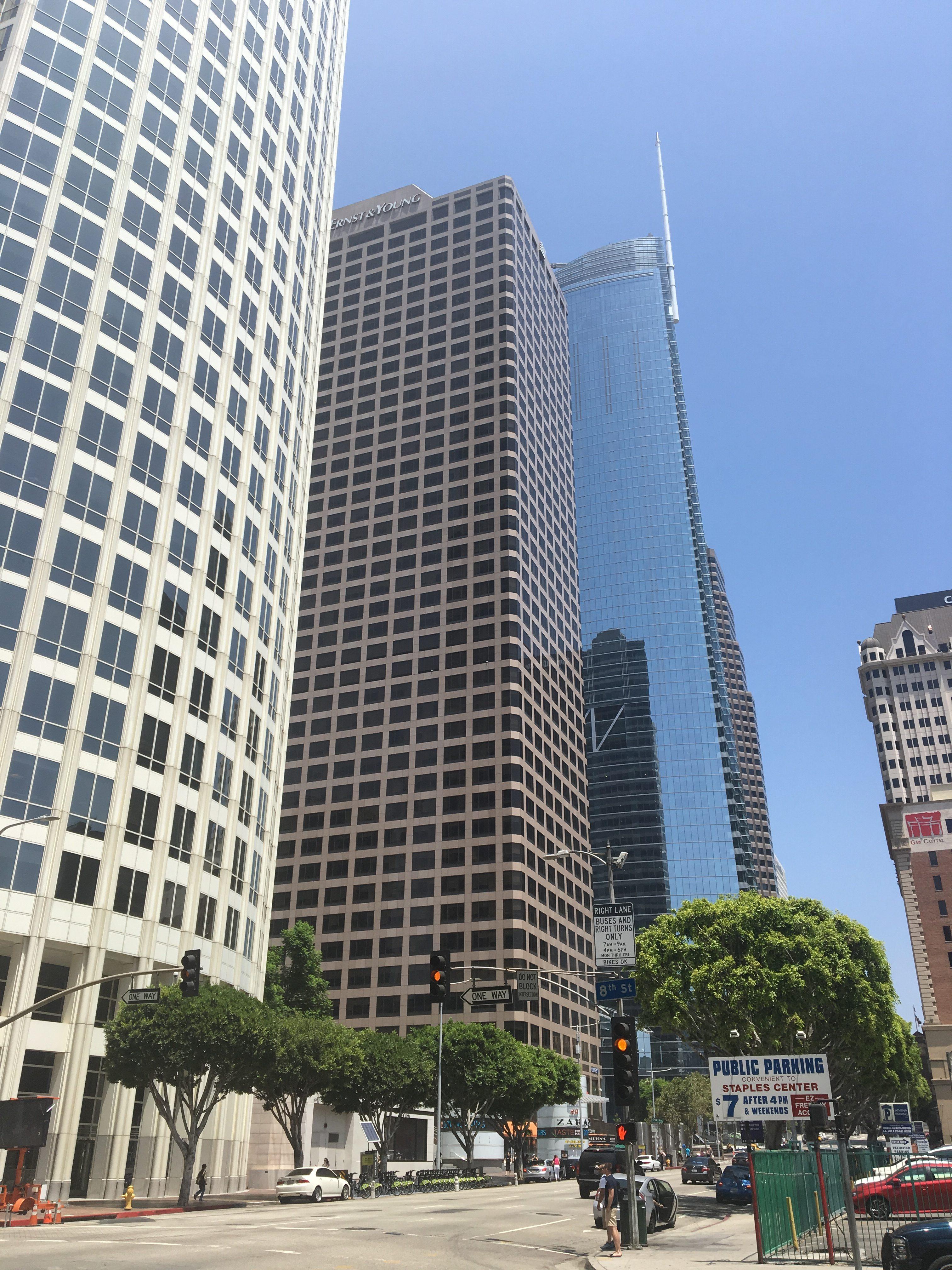 W centrum Los Angeles jest wiele biurowców, w których mieszczą się siedziby rozpoznawalnych na całym świecie korporacji.