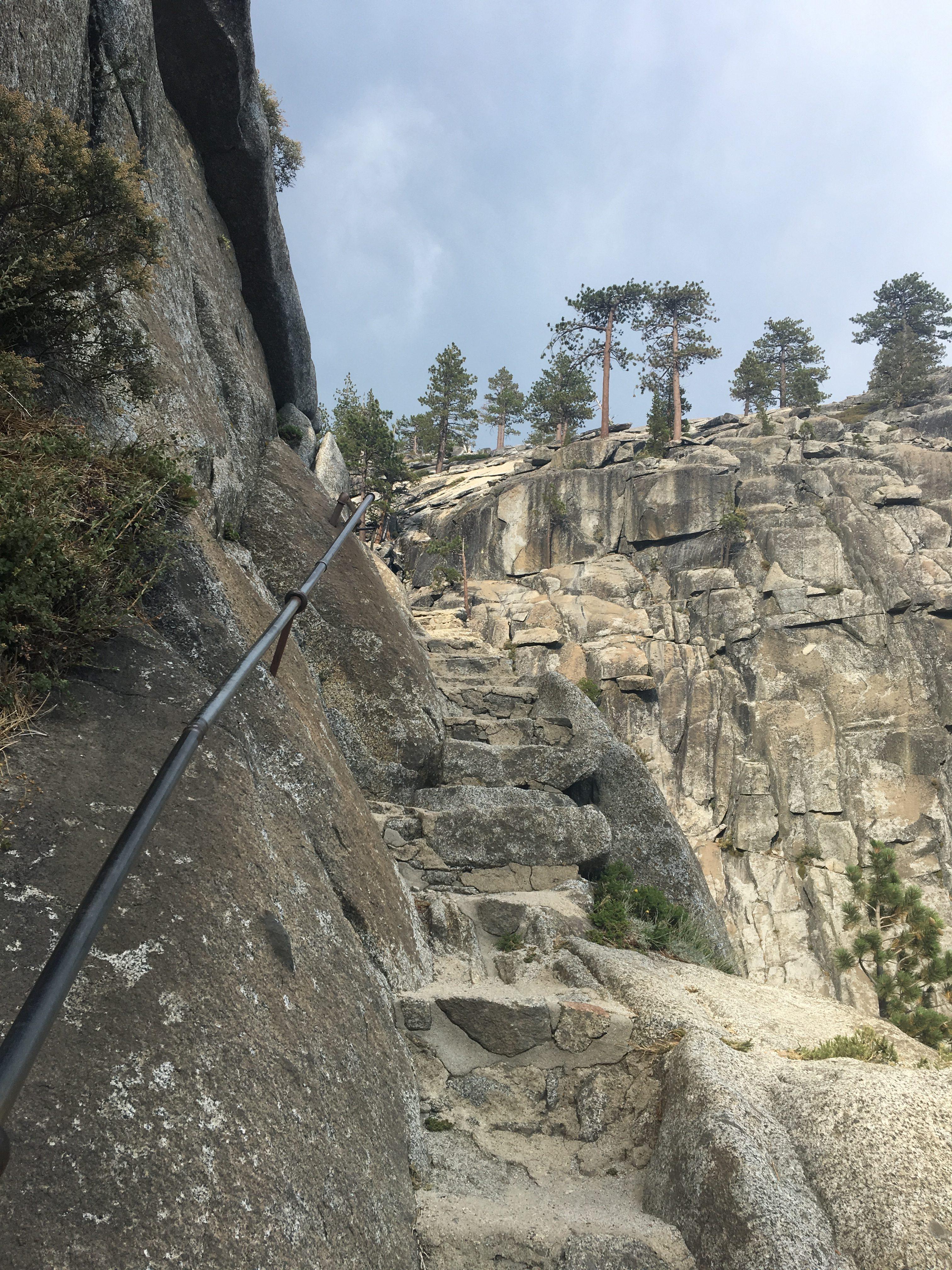 Zejście do punktu widokowego Yosemite Falls