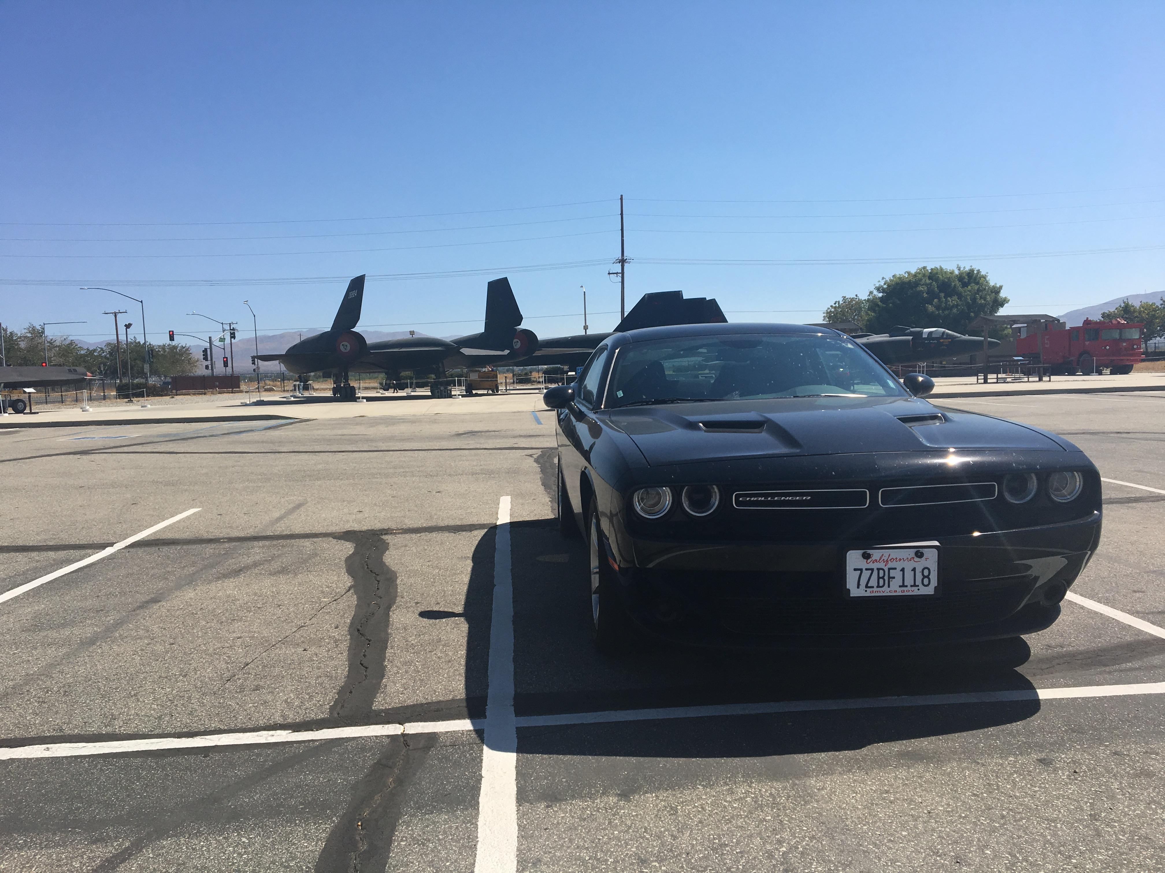 Nie ma to jak zaparkować przy samolocie.
