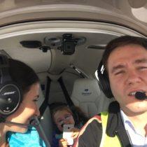 Nasza latająca rodzinka - maly samolot jest jak samochód zeskrzydłami.