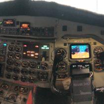 Saab 340 - Kokpit. Rozwiązania bardzo podobne doBoeinga 737 classic (-300, -400, -500), oba samolotu były projektowane wpodobnym czasie.