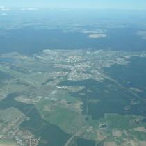 Piła wraz z lotniskiem (EPPI) po zachodniej stronie miasta