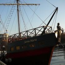 Na turystów czekają statki wycieczkowe.