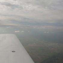 Charakterystyczne dla inwersji termicznej pogorszenie widzialności orazgórna granica warstwy chmur.