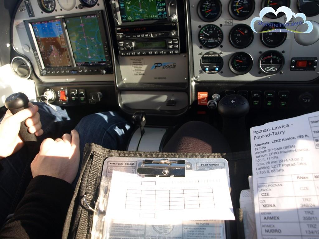 Biurko prawie 3 km nad ziemią, czyli praktyka zadań z planowania lotu.