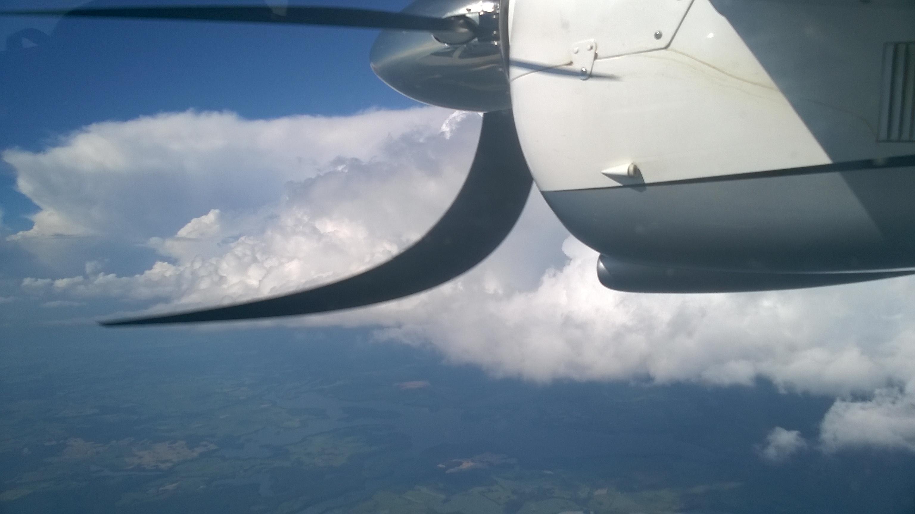 Chmurki są ładne ale dla komfortu podróżnych omijamy gdy się da.